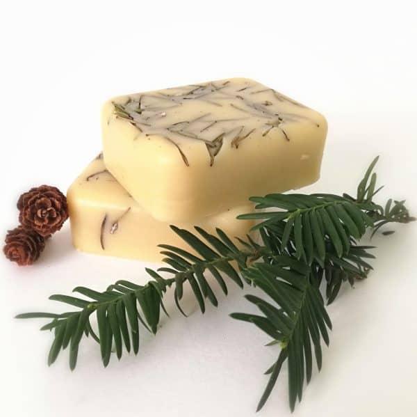 Jabón artesanal de cedro, romero y ciprés para piel grasa, acné y hombres