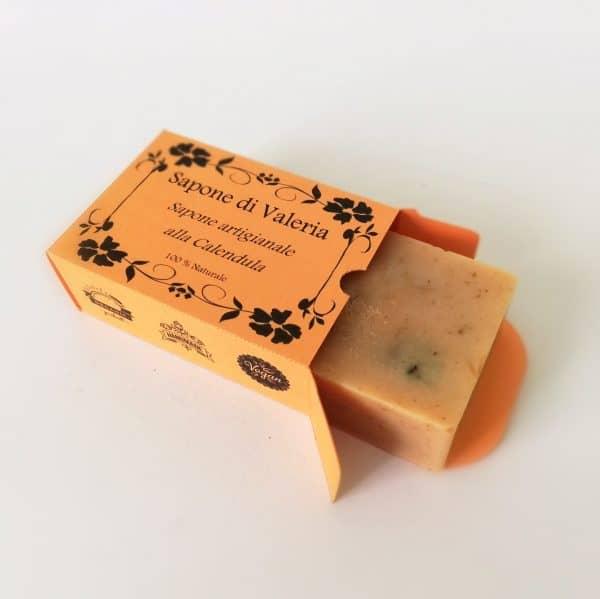 jabón artesanal de caléndula para piel sensible o delicada
