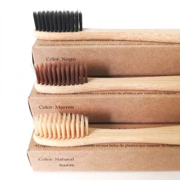 Cepillos de dientes de bambú suave de diferentes colores