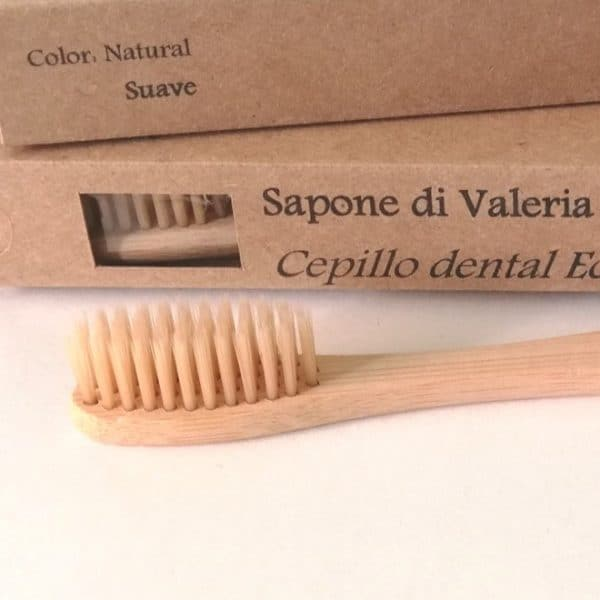 cepillo de dientes de bambú color natural