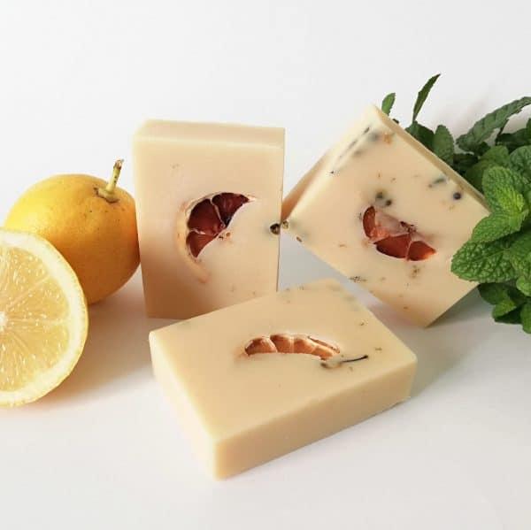 Jabón artesanal para acné o piel grasa con tendencia acneica